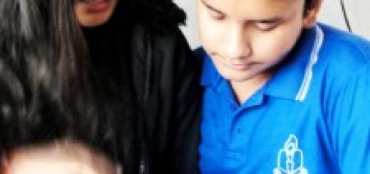 Shrishti working with a student