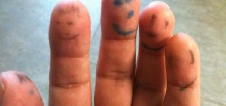 faces drawn on fingers